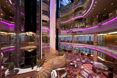 Splendour of the Seas verzorgt deze winter de Dubai cruise
