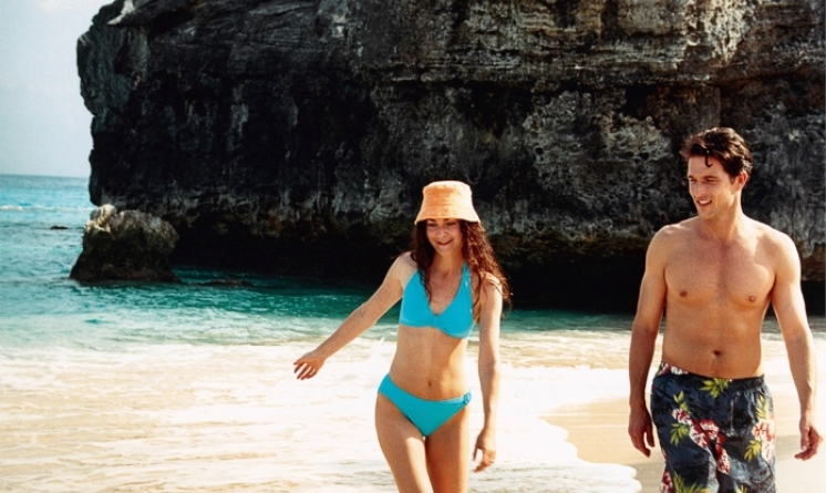 RCI_Bermuda_BeachCouple_3.jpg