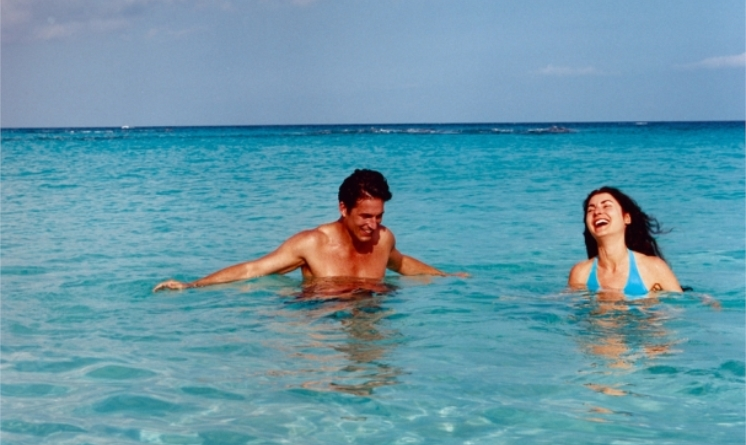 RCI_Bermuda_SwimmingCouple_3.jpg